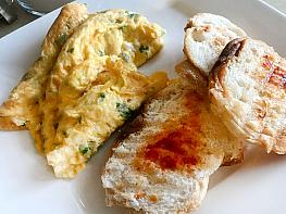 Maydanozlu Omlet Sarımsaklı Ekmek