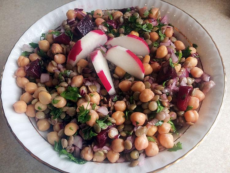 Yeşil Mercimekli Pancarlı Nohut Salatası
