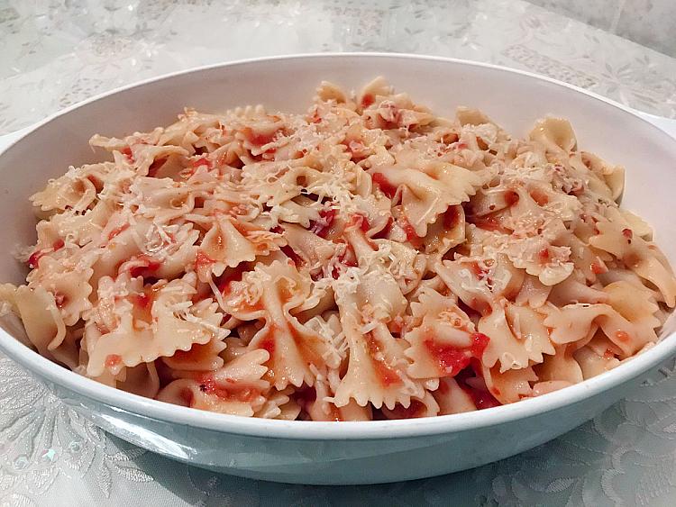 Domates Soslu Parmesanlı Makarna