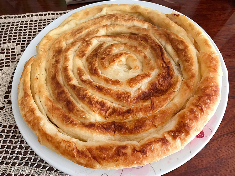 Tavada Peynirli Kol Böreği